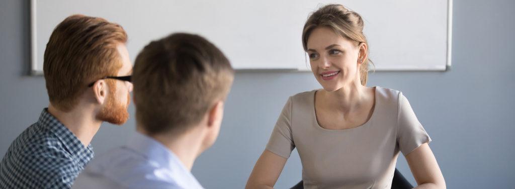 Professionelles Interview mit talentierter Bewerberin
