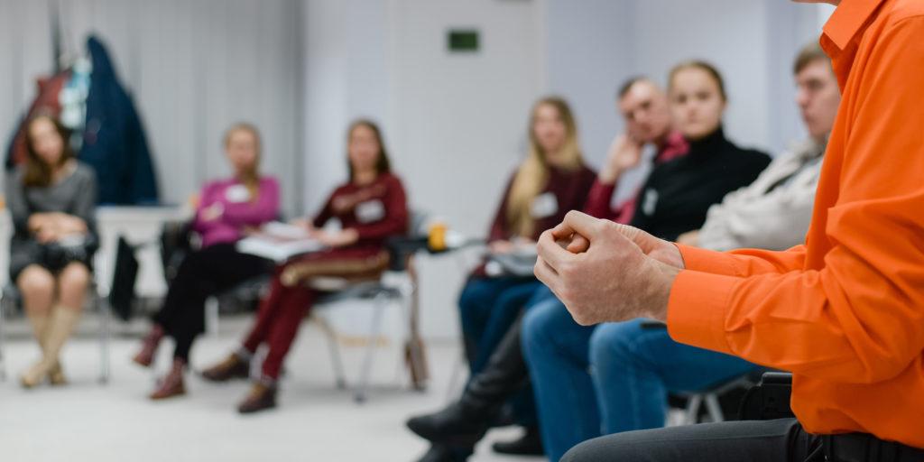 Trainer im Workshop zur Personalentwicklung